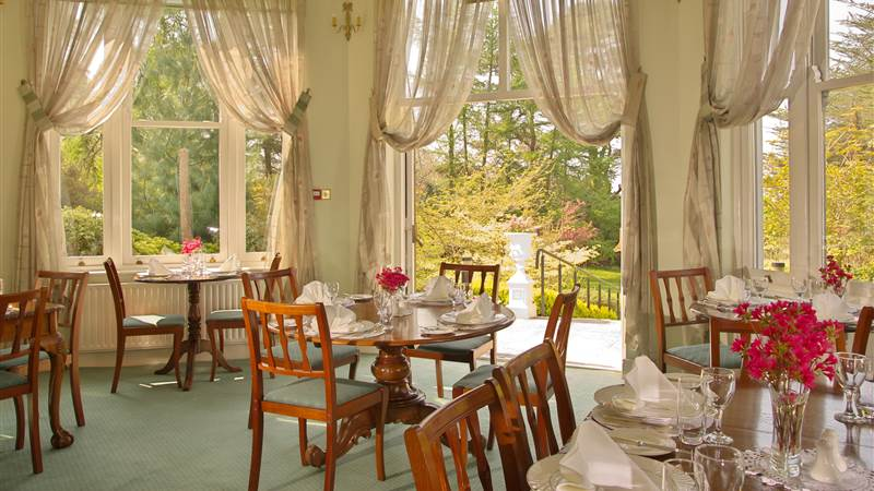 Dining room with garden views - Seaview House Hotel