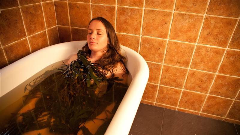 2 Night Relaxation Escape with 1 Dinner & Luxury Seaweed Bath's Experience for 2.