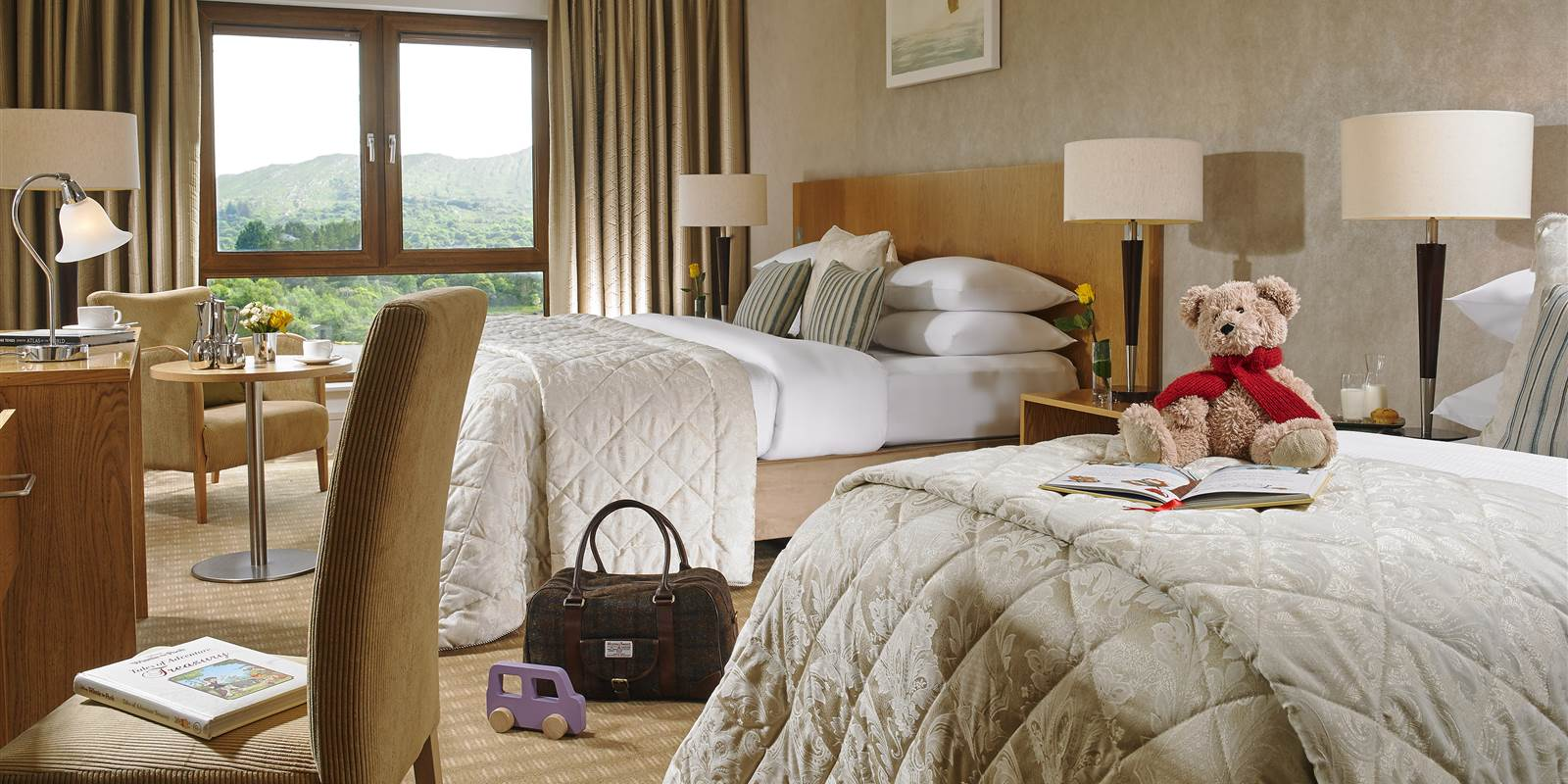 Family Hotels in Kerry at Sneem Hotel. 2 adults and 2 children 𝗙𝗿𝗼𝗺 €𝟭𝟭𝟬 𝗽𝗲𝗿 𝗿𝗼𝗼𝗺