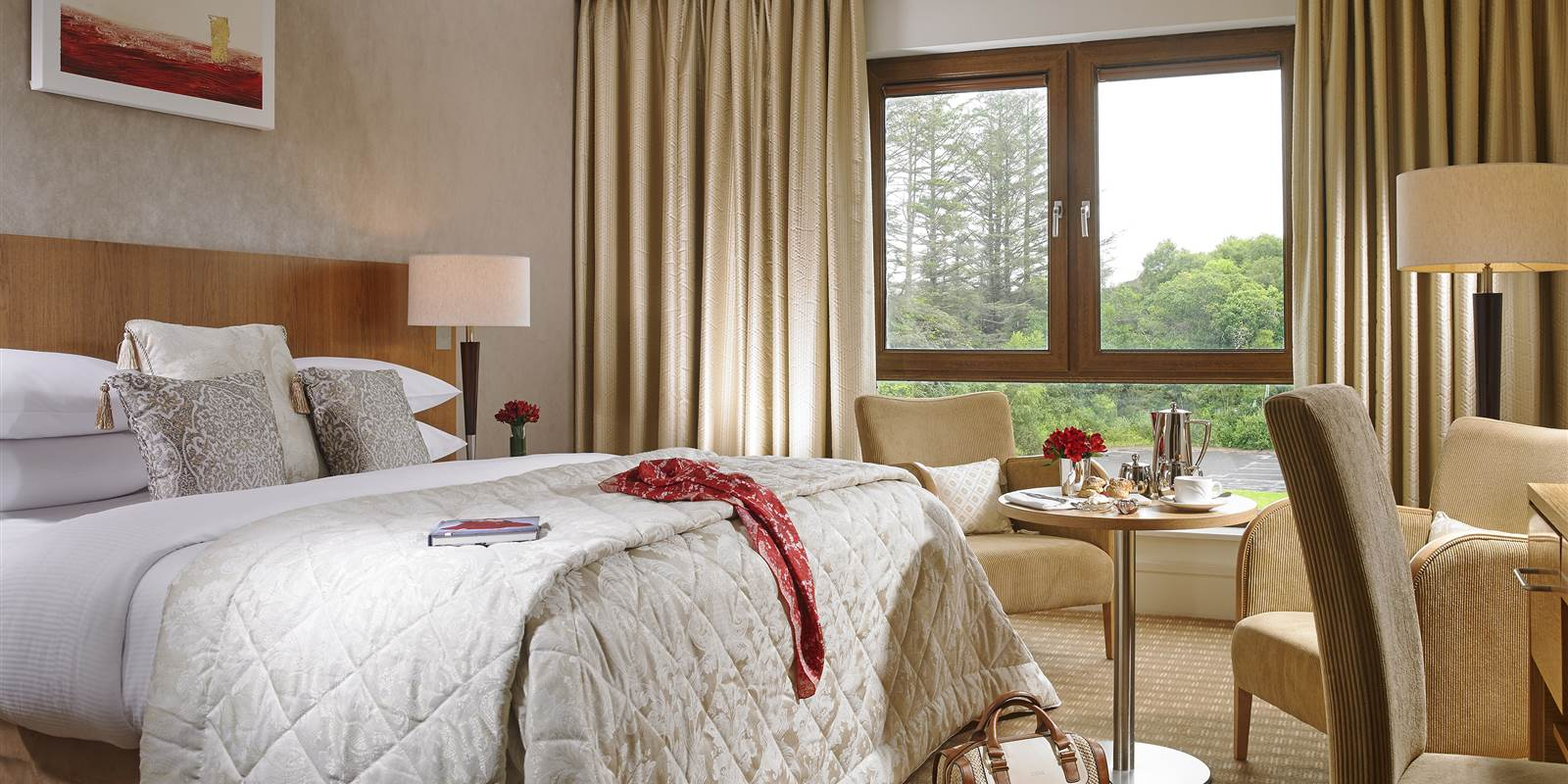 Hotels in Kerry with Mountain View 𝗙𝗿𝗼𝗺 €𝟵𝟬 𝗽𝗲𝗿 𝗿𝗼𝗼𝗺 and breakfast included. SNEEM 4 STAR HOTEL