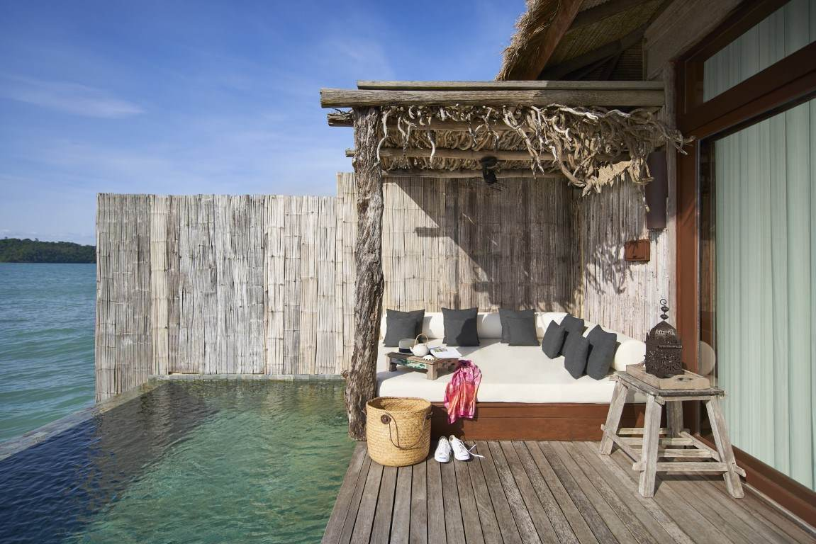 Sundeck with daybed at one bedroom overwater villa