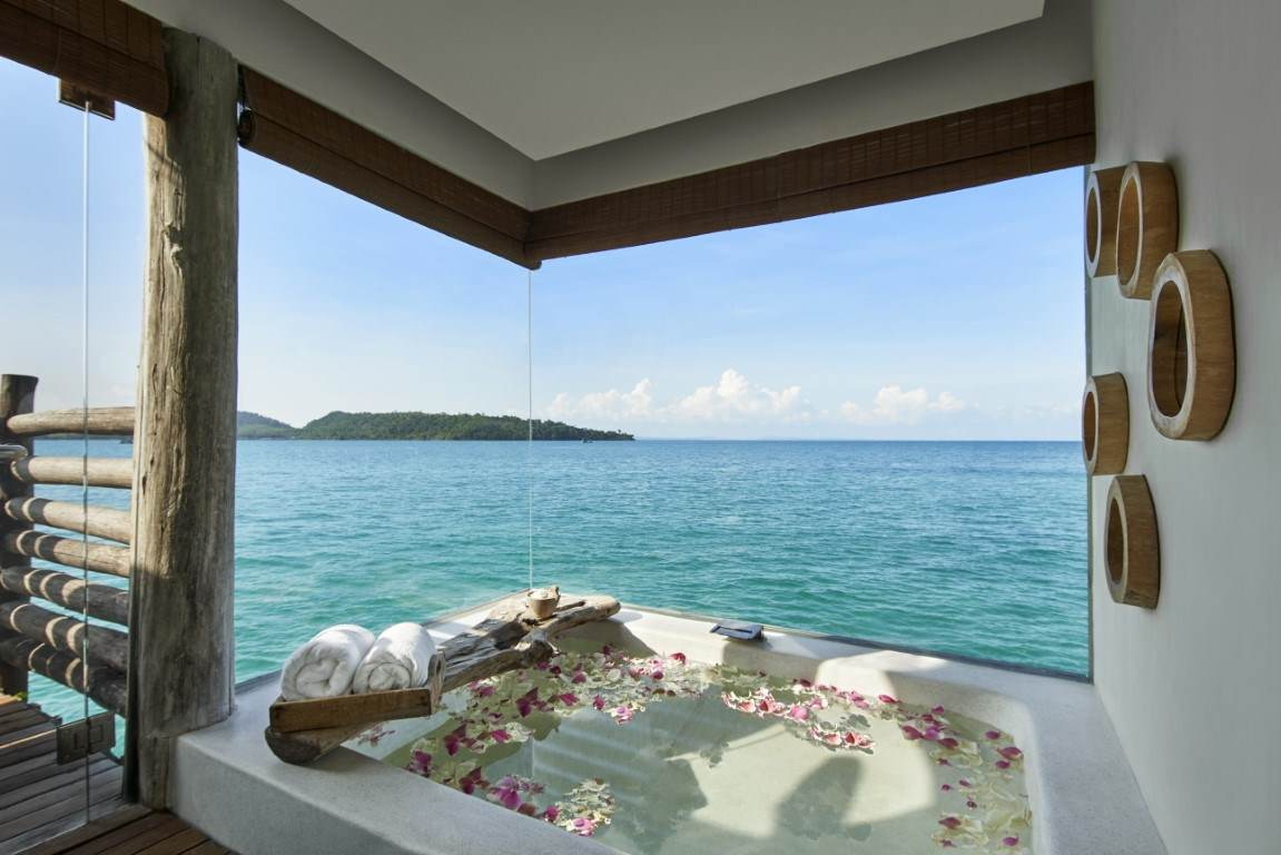 oversize Sunken Bathtub in Royal Villa