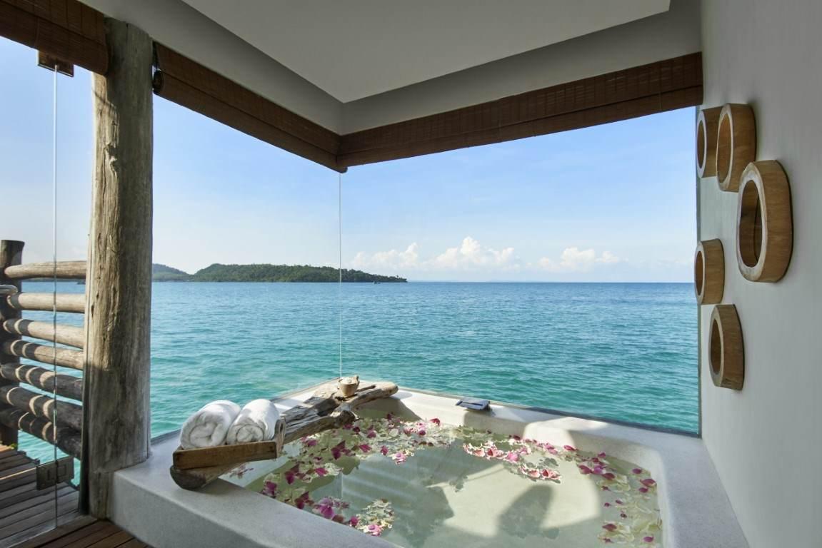 oversize Sunken Bathtub in Royal Villa