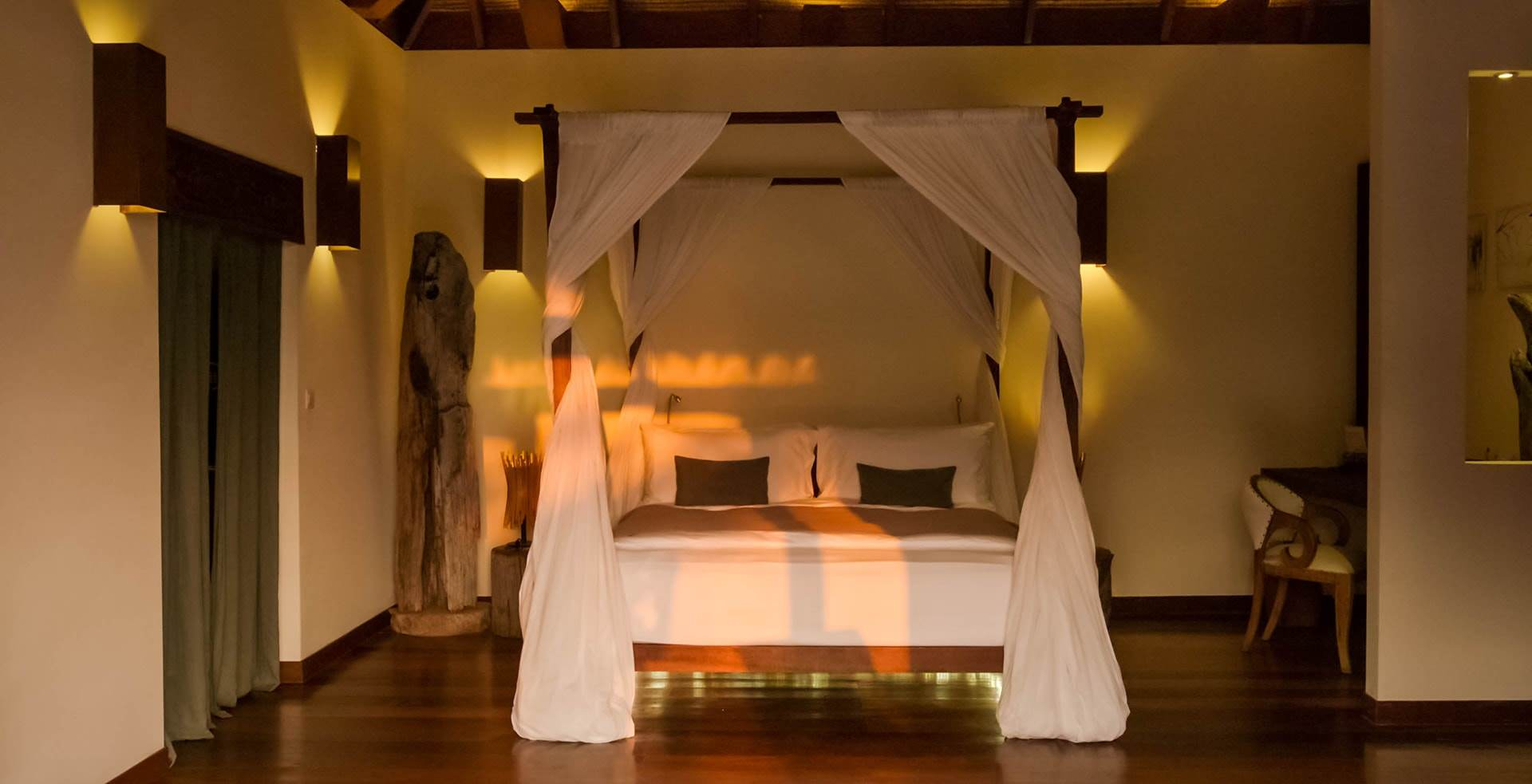 King-size bed in Royal Villa