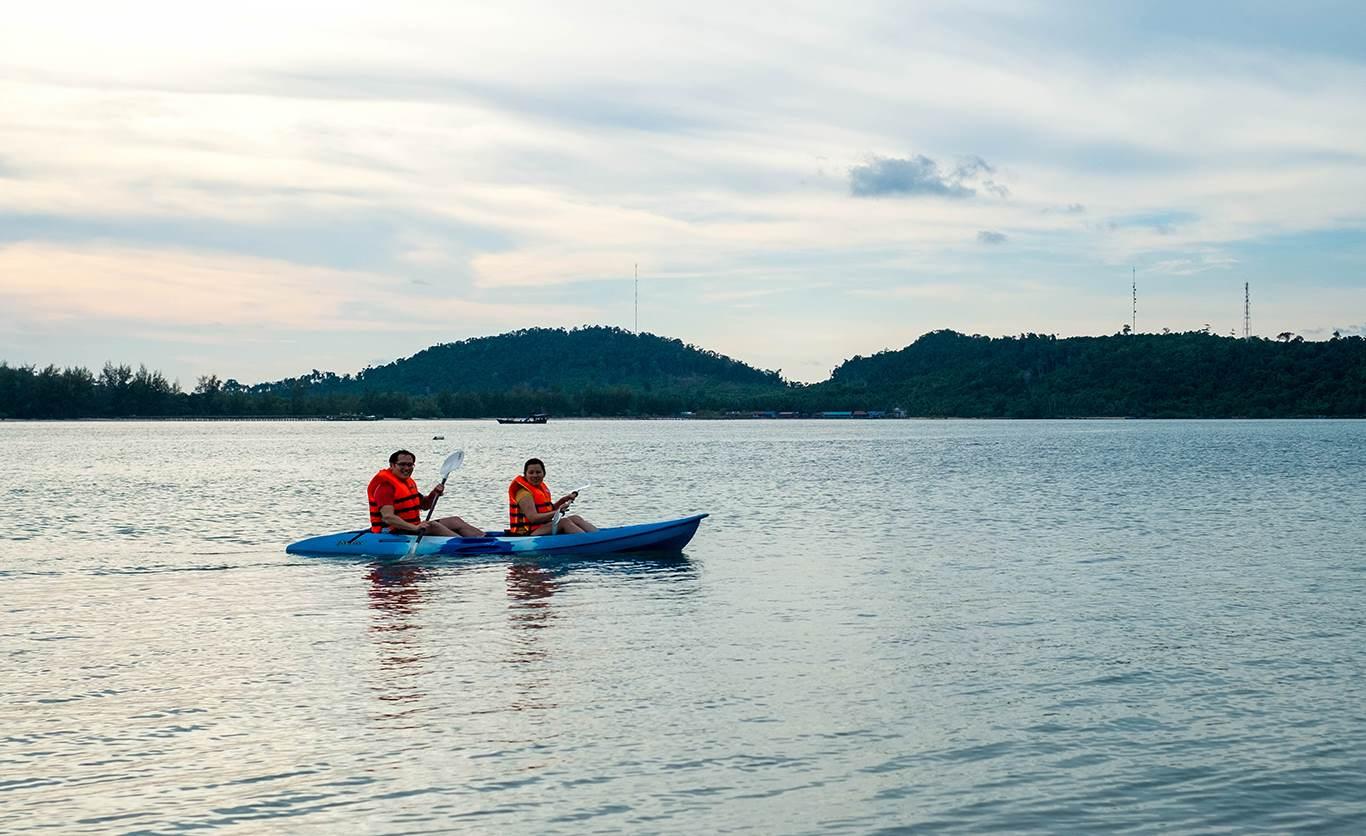 Kayaking around Song Saa