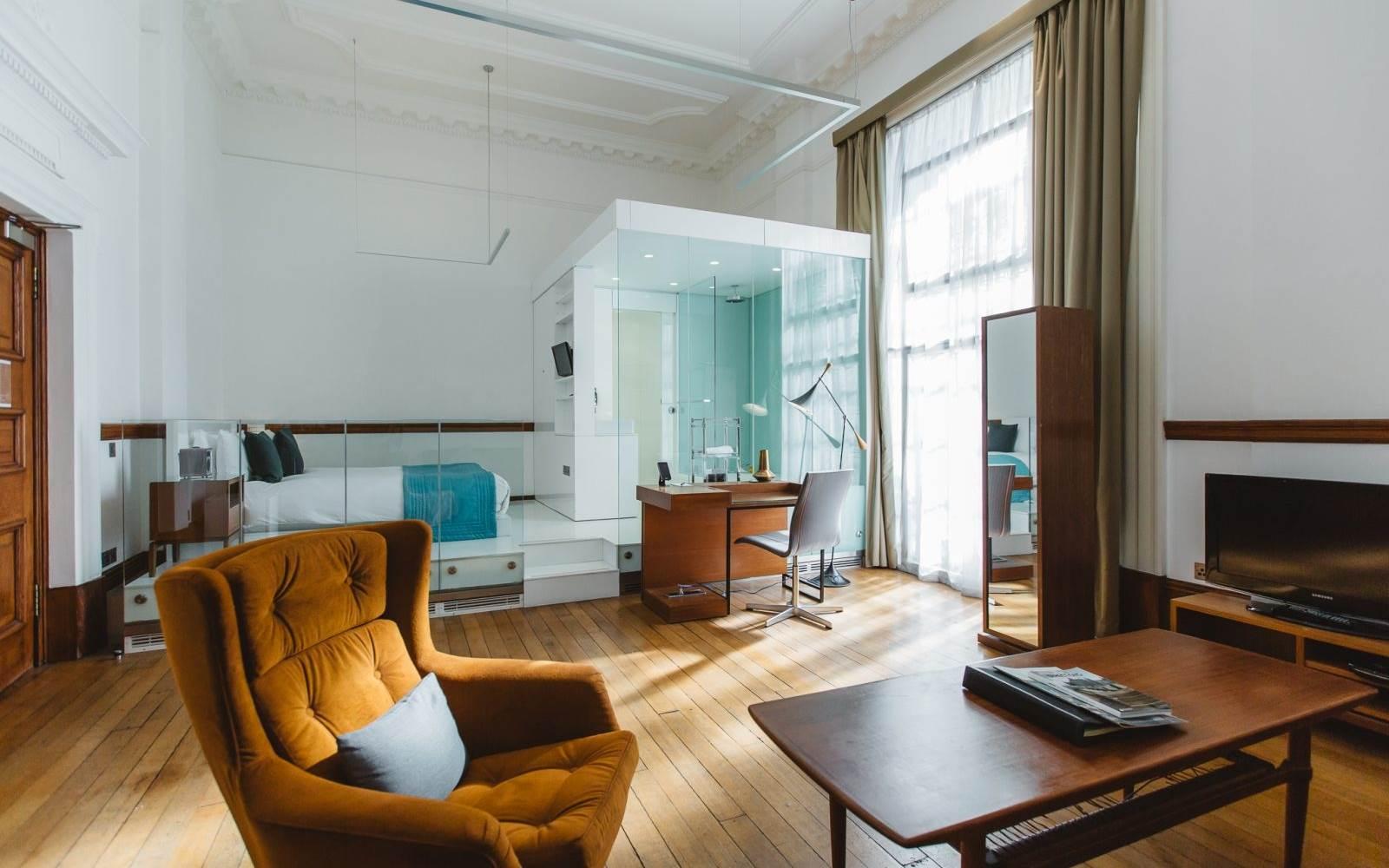 signature suites living room
