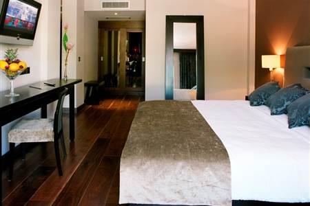 large splendid double guestroom at the twelve hotel in galway
