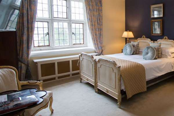 Romantic Retreat 2 Nights B&B 1 Dinner including Chocolates & Pre-Dinner Prosecco